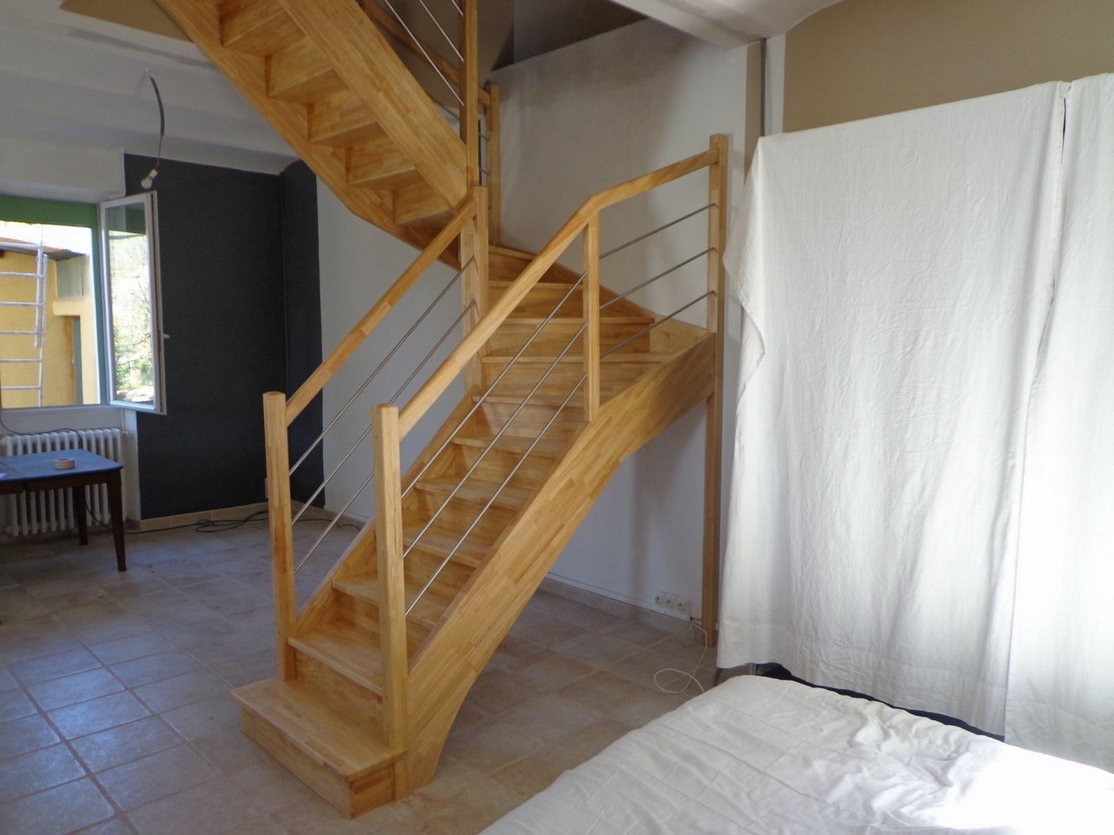 Escalier demi tournant