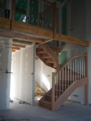 escalier bois exotique rouge
