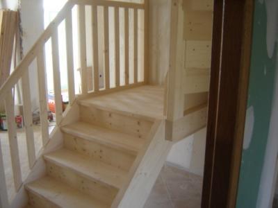 escalier type helicoidal carré en sapin