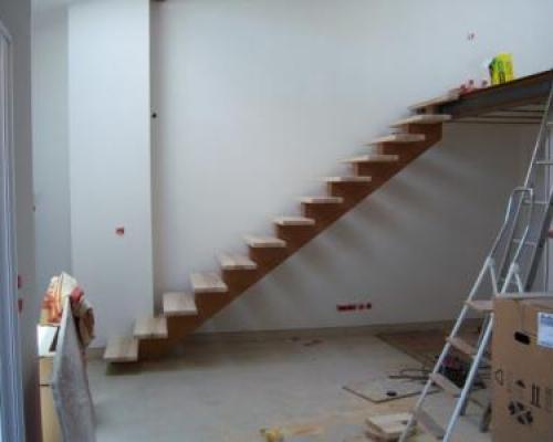 Escalier limon central - Fabricant escalier Bois Alès (Gard) Nimes ...