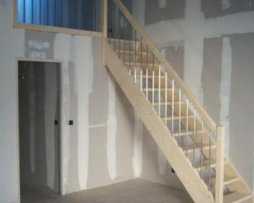 escalier droit et pas japonais fabricant escalier bois al s gard les angles vauvert. Black Bedroom Furniture Sets. Home Design Ideas