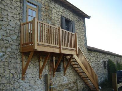 Balcon En Bois Avec Escalier : Escalier droit et pas japonais – Fabricant escalier Bois Al?s (Gard