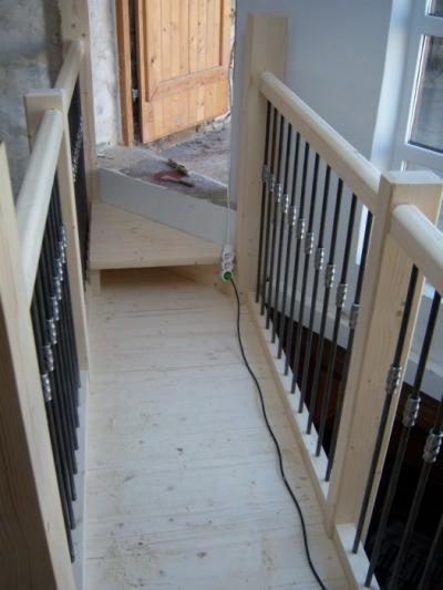 escalier en sapin quart tournant avec coursive al s gard beaucaire bagnols sur c ze. Black Bedroom Furniture Sets. Home Design Ideas