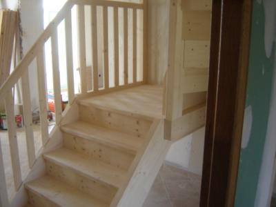 escalier type helicoidal carr en sapin al s gard beaucaire aigues mortes. Black Bedroom Furniture Sets. Home Design Ideas