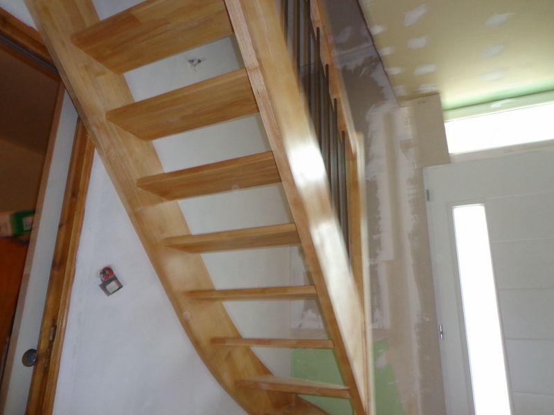 escalier quart tournant en h v a vernis al s gard aigues mortes cruviers lascours. Black Bedroom Furniture Sets. Home Design Ideas
